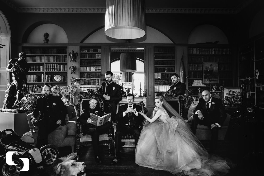 aynhoe-park-wedding-photography-group-shot-library