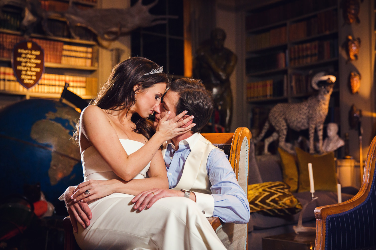 aynhoe-park-wedding-photography-close-couple-picture-library