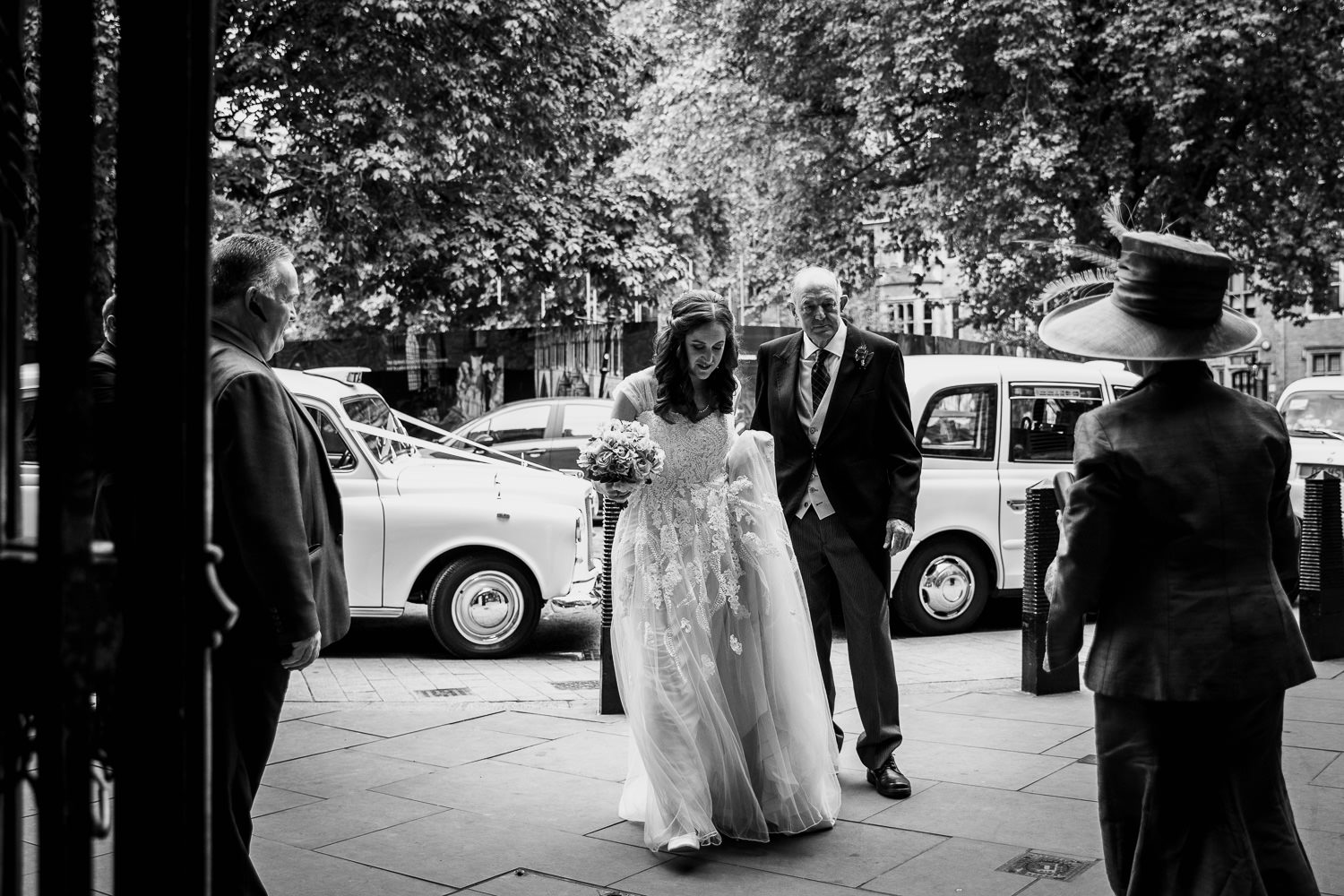 dean yard entrance westminster bride arriving with father