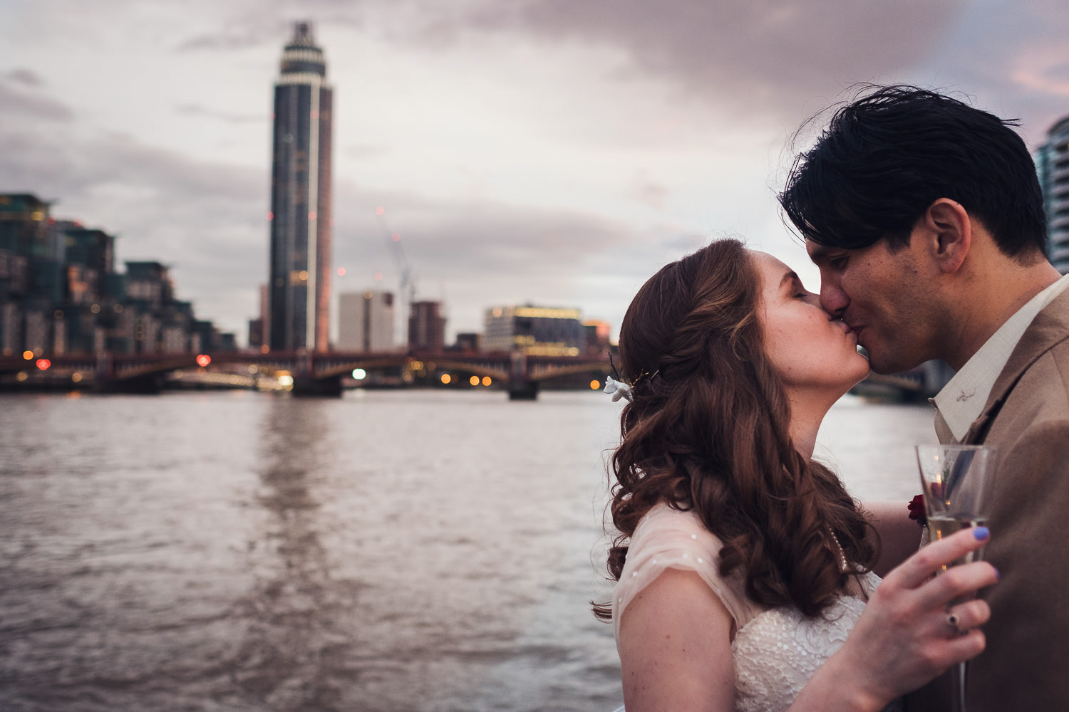 wedding couple photography on thames boat by photographer Simon Carr